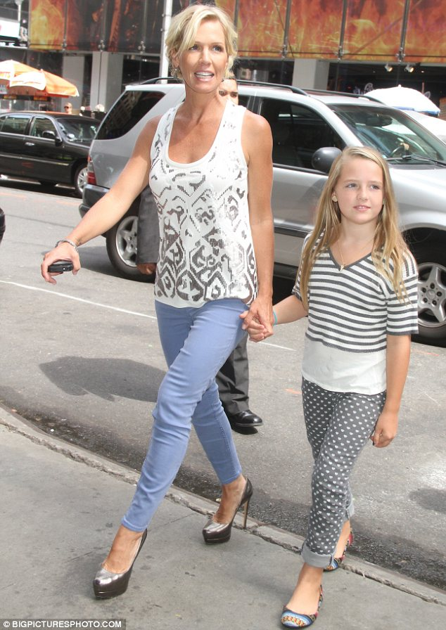 Jennie Garth y su hija Lola. Fuente: i.dailymail.co.uk